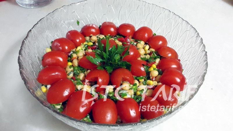 kırmızı biberli nohut salatası