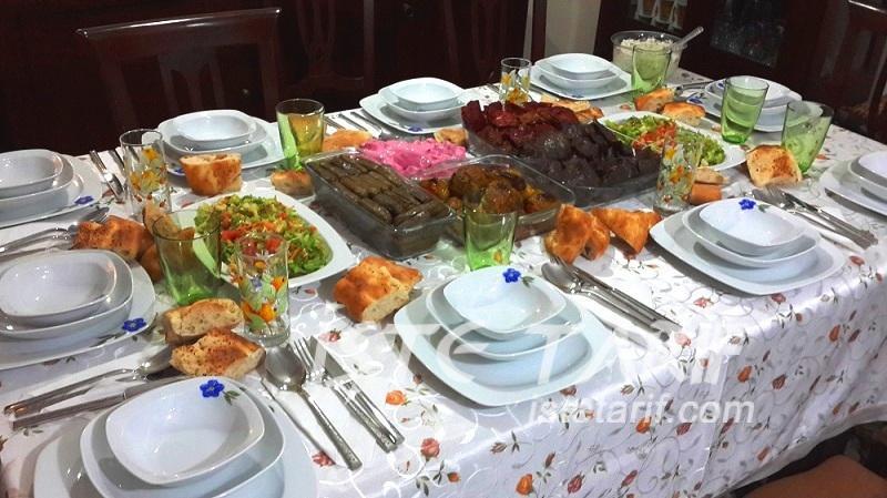 Melek Ablalarda Bir Akşam Yemeği 1